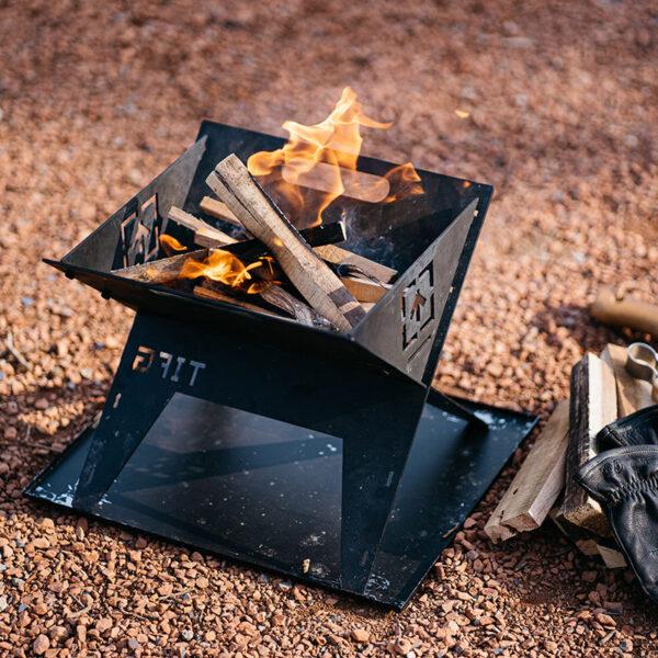 春キャンプは、焚き火にちょうどいい季節なんです。